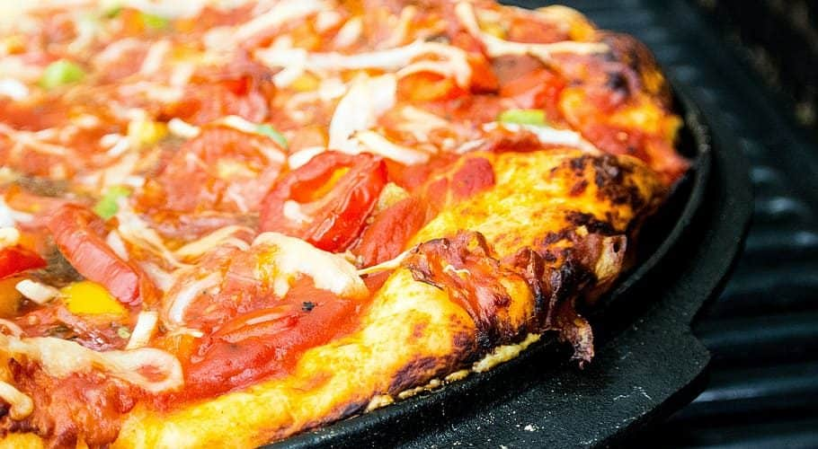 an image of a pizza